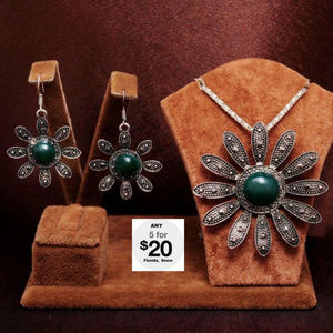 Jewelry - Star Flower Necklace & Matching Earrings Silver